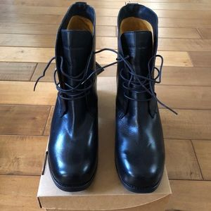 Brand New Frye Kendall SFG Chukka Boot. Size 11
